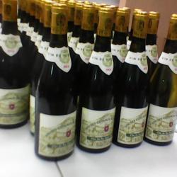 Vin blanc de la vigne de Suresnes