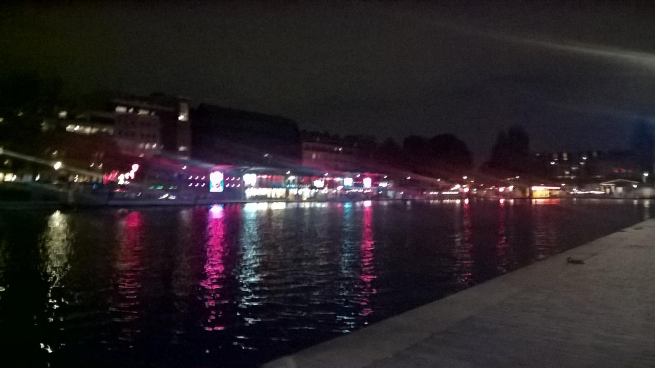 Le canal by night