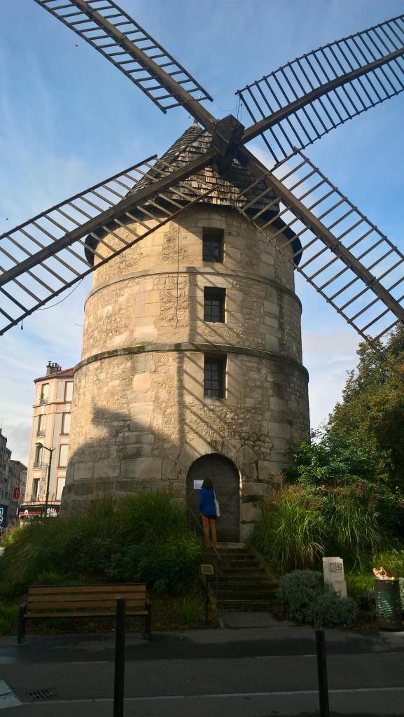Et oui, un moulin à quelques pas de Paris !
