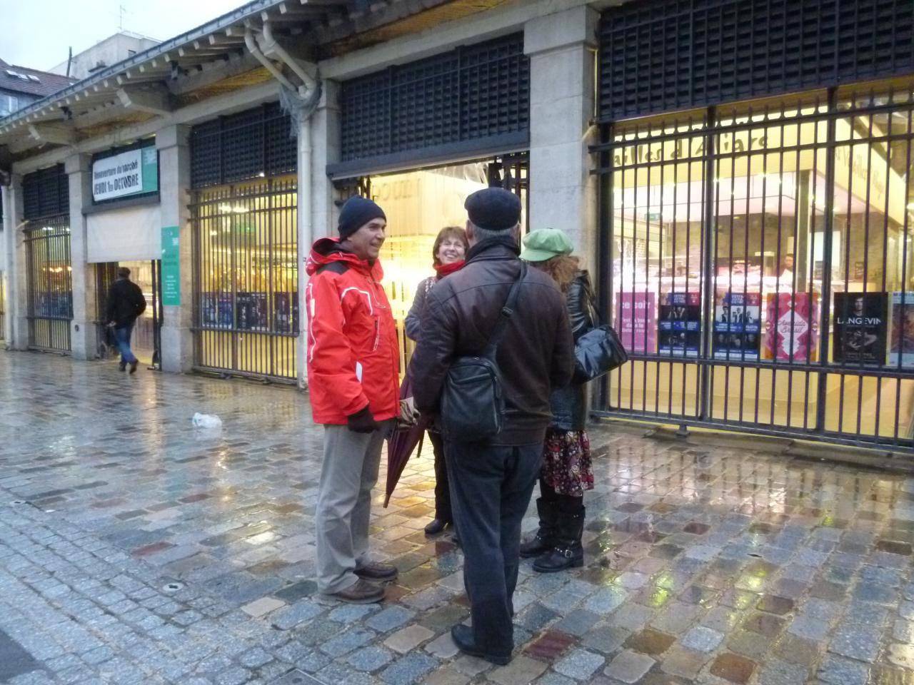 Discussion autour d'un des plus célèbres marchés de Paris