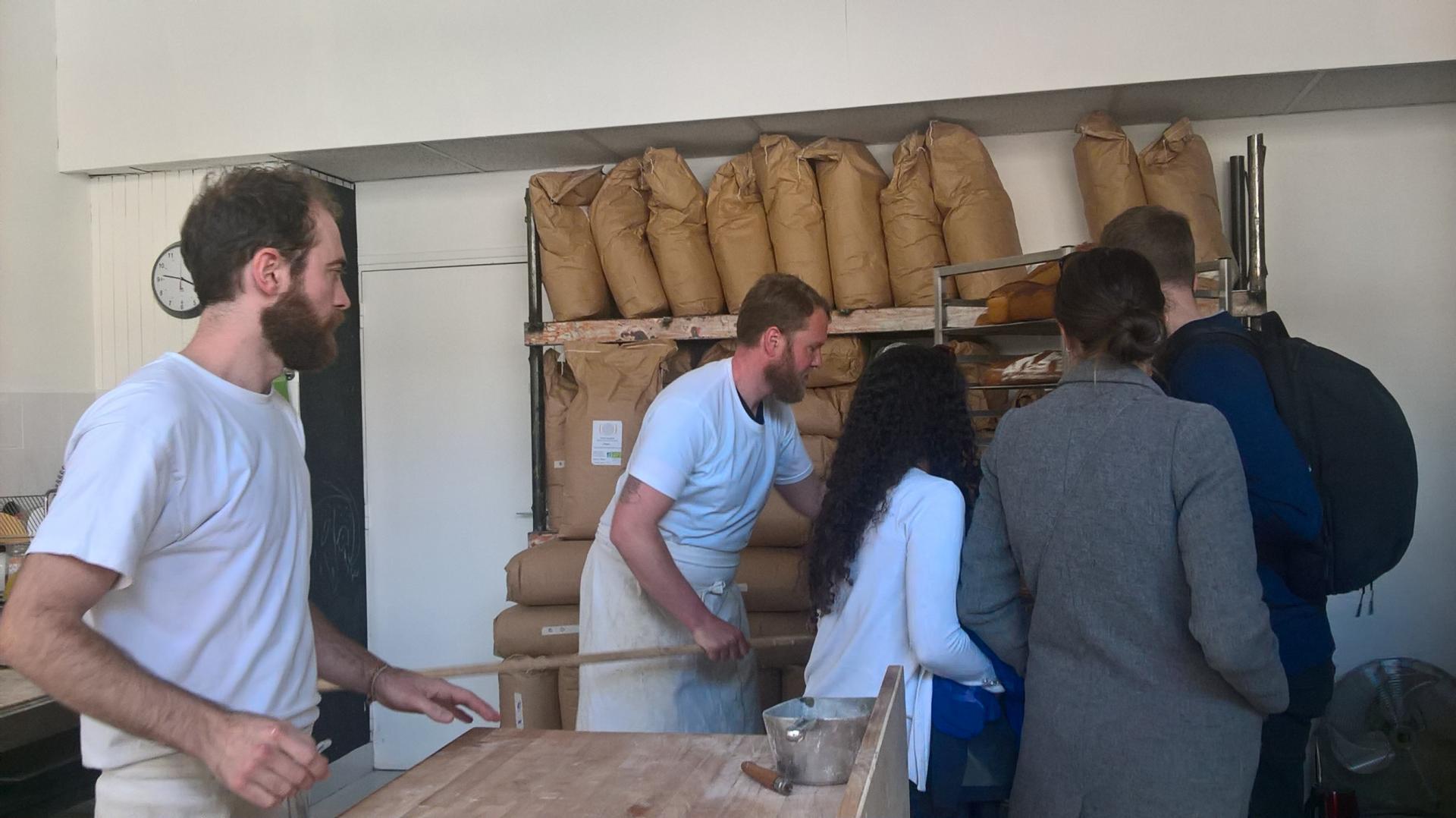 Visite rencontre avec un boulanger pendant un teambuilding !