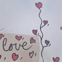 L'amour est vraiment partout dans Paris !