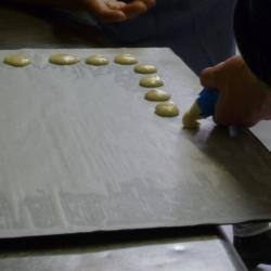 Les macarons prennent forme